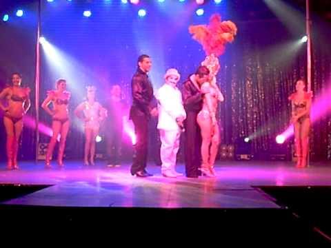 Download Bom Bom Cabaret video