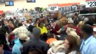 Crazy Black Friday fight in Atlanta TX WalMart over TOWELS!!