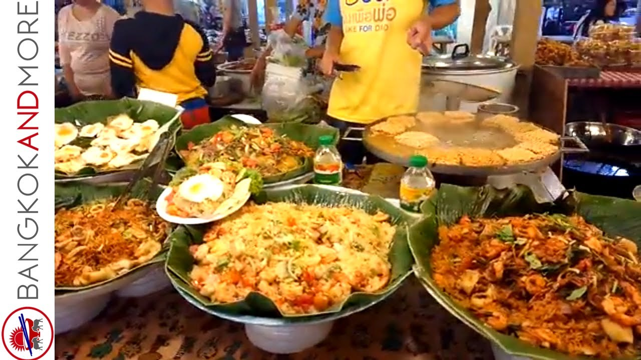 Thai Street Food Bangkok @ CentralWorld Mall Bangkok - Live Cooking