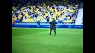 FIFA 13 CRAZY LINESMAN RUNS ONTO PITCH AND GETS BALL BLASTED AT HEAD LOOL