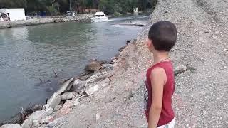 Прогулка с сыном по пляжу в Джубге