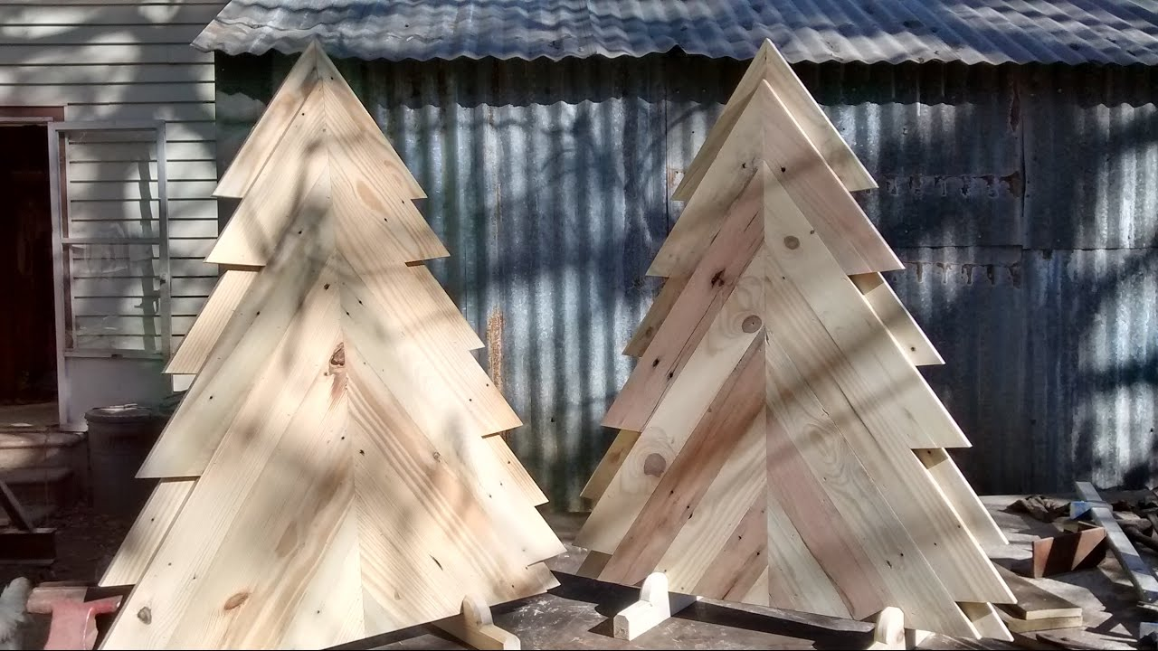 Pallet Wood Christmas Tree.Build A Pallet Wood Christmas Tree