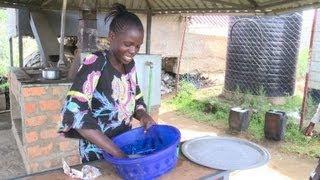 Au Kenya, un four collectif écolo et gratuit pour les habitants