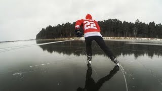 На коньках по ледяному, зеркальному озеру. Ice on the mirror lake