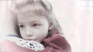 """Христианская песня """"Мама"""" - трогательный клип о маме и дочке / Christmas music clip"""