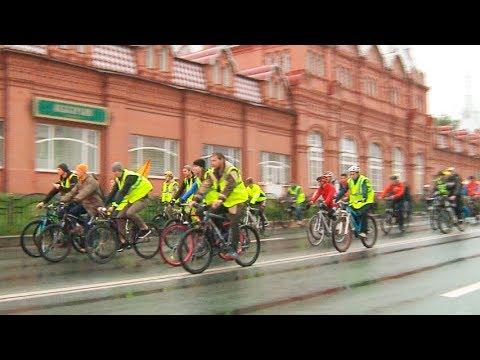 На фото Велоночь в Сергиевом Посаде: туристам хорошо, автомобилистам – пробка изображение