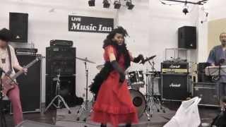 Vo&Gt:臼井淳一さん Ba:課長さん Dr:クマダさん Dance:リリィ☆さん.