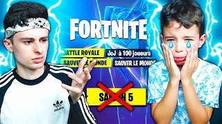 """MON PETIT FRÈRE NE VEUT PAS LA NOUVELLE """"SAISON 5"""" sur FORTNITE ! IL RAGE 😪"""