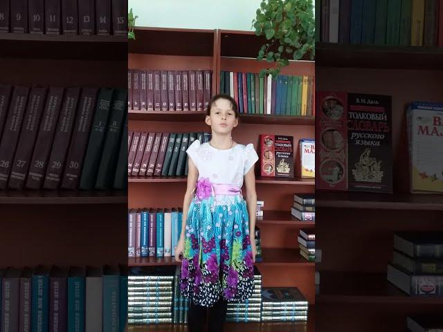 Изображение предпросмотра прочтения – НикольМартынова читает произведение «За книгами» М.И.Цветаевой