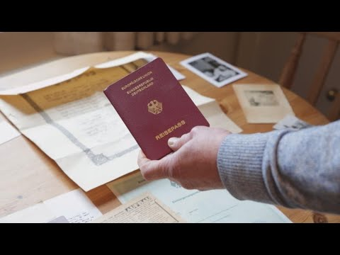 Brexit: Scores of British Jews apply for German passports