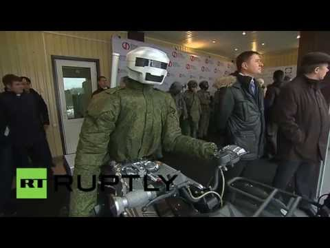 Russia: Putin meets Russian battle android