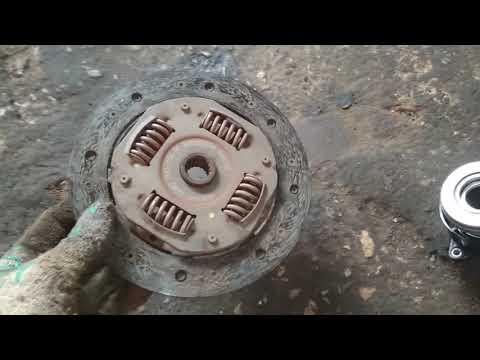 Форд Фиеста 2006года, замена сцепления. И то с чем приходится сталкиваться в процессе ремонта.