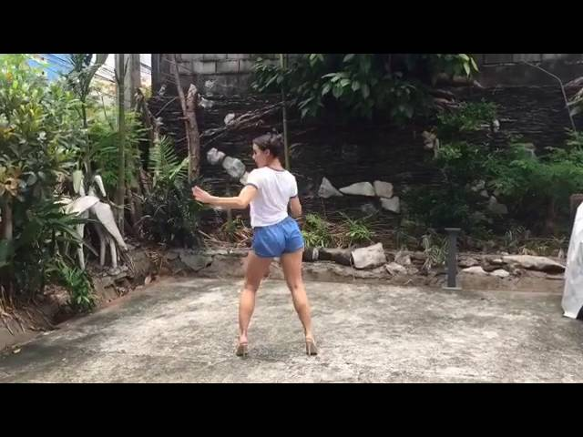 Yassi Pressman does the Trumpets Challenge
