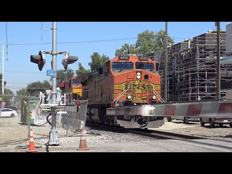 BNSF 4013 Manifest South (Almost Missed😤) Passes Through Q St In Sacramento California