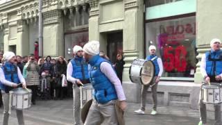 Шоу барабанщиков Vasiliev Groove - Выступление на Никольской ул., Москва, 22.02.2015 (2)