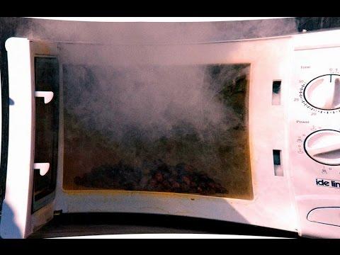 Как избавиться от запаха горелого в микроволновке
