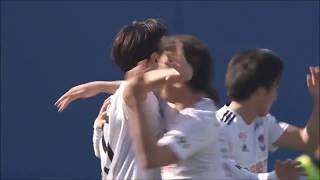 相手GKからボールを奪った矢野 貴章(新潟)が無人のゴールにシュートを...