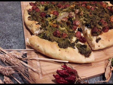 PIZZA AD UNA SOLA LIEVITAZIONE CON RAPE E SALSICCIA ... CHE BONTA'!