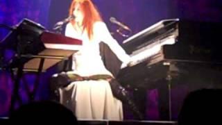 Tori Amos - Black Dove (Live in Munich)
