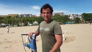 """Alla spiaggia non si resiste, primi bagnanti """"ufficiali"""" sfidano anche il meteo"""