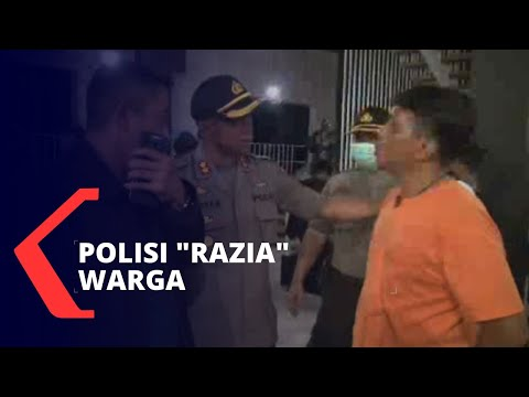 polisi-hampiri-warga-imbau-untuk-tetap-di-rumah