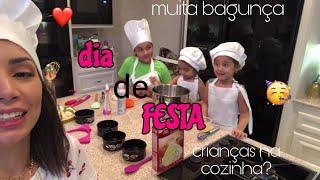 as crianças prepararam a festa da mamãe