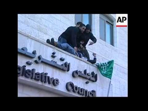 Hamas raise flag over parliament, clash with Fatah