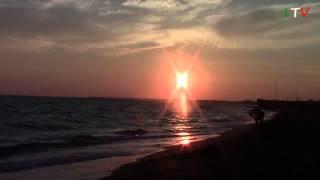 Закат. Италия море - видео релакс.(Закат на море. Италия, август 2013 1TVItalia - для тех, кто хочет узнать об Италии, кто собирается в отпуск в Италию..., 2013-08-25T14:53:49.000Z)