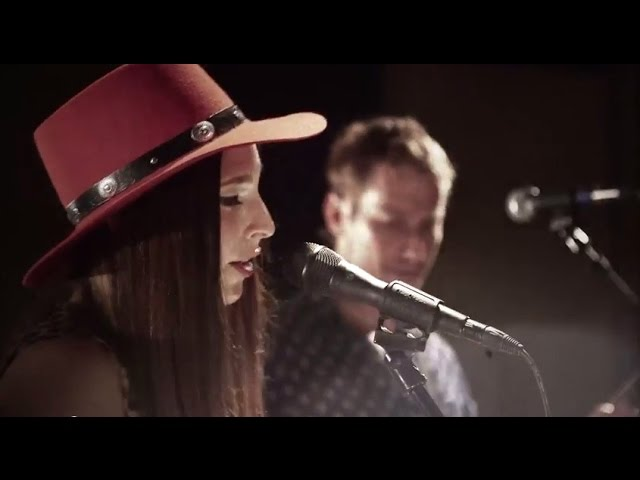 """Angela Perley & The Howlin' Moons """"Ghost"""" live at Brothers Drake Meadery"""