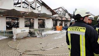 Großbrand in Lohfelden: Feuerwerk flog in Tierfutterhandel