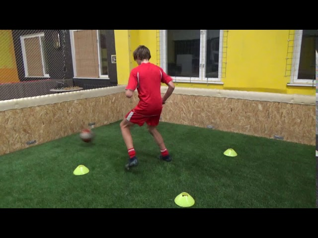 Individual training • Quick feet • Receiving in tight space • One touch passing (HD)