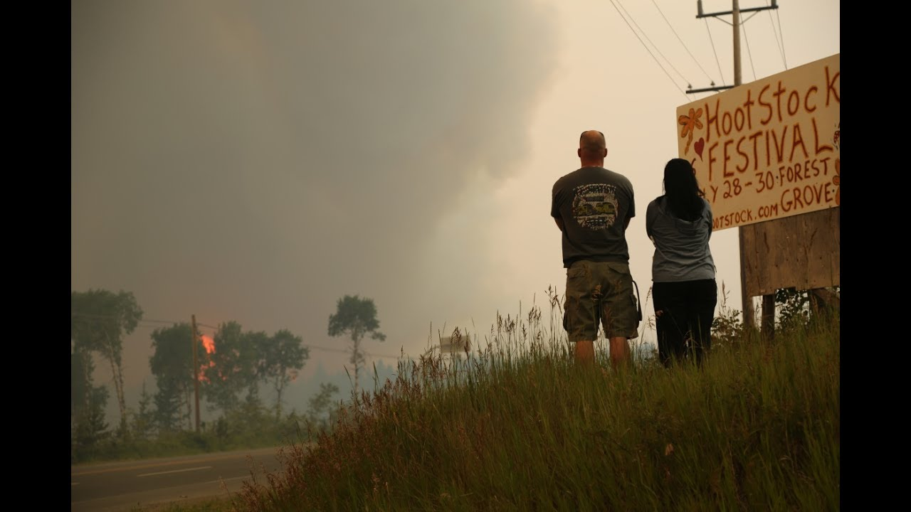 Raging Wildfire Forces 100 Mile House Evacuation Youtube