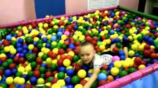 VLOG: Качели, игрушки, батуты!!! Swings, toys, trampolines