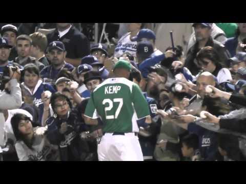 Matt Kemp Signing Autographs on St Patricks Day, LA Dodgers, Camelback Ranch, 3-17-12