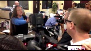 Чиновница из Кентукки отказывается выдавать однополым парам свидетельства о браке