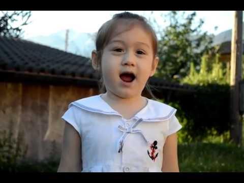 ThyThy nổi tiếng từ  clip này - Camilla ThyThy 4 tuổi kể chuyện đi học, hát hò