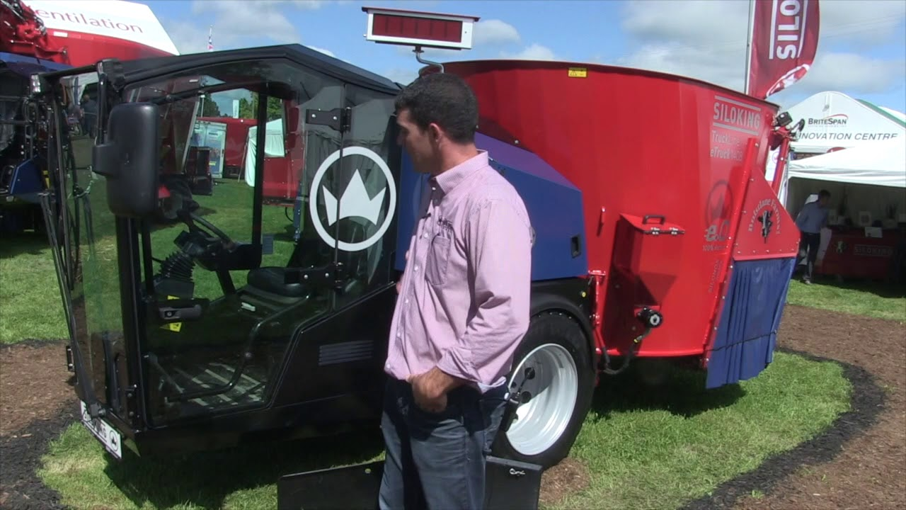 Plug in to Siloking's electric self-propelled feed mixer