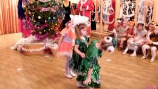 танец ёлочек в детском садике)