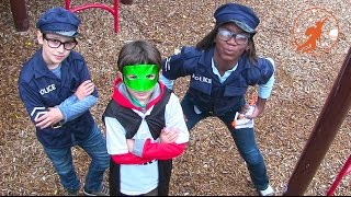 Video Little Heroes 16 - The Cops vs The Stinker Super Battle of Surprise Smells download MP3, 3GP, MP4, WEBM, AVI, FLV November 2017