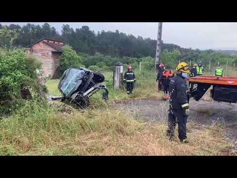 Un herido en un aparatoso accidente en San Cibrao das Viñas