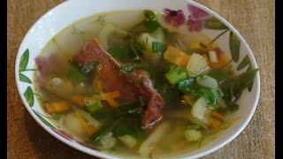 Суп с фасолью, рёбрами и луком порей.