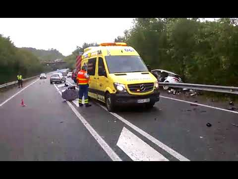Cinco heridos, dos ellos críticos, en un accidente entre tres coches en Chantada