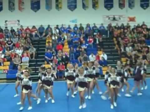 Poquoson high school Competition Cheer at Smithfield