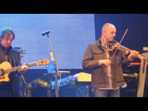 Runrig & Duncan Chisholm - Going Home (Party On The Moor)