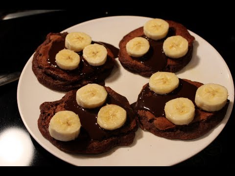 bodybuilding-breakfast:-healthy-chocolate-banana-pancakes
