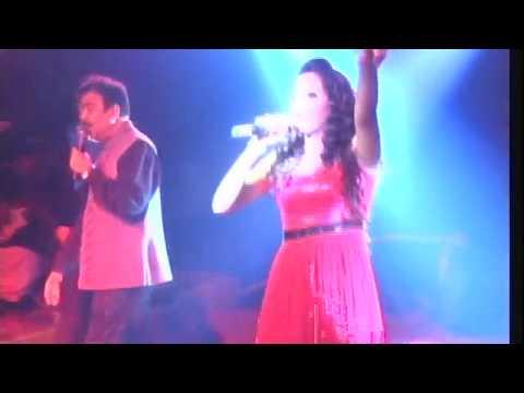 Dev and subhashree singing live on stage..dekha jo tujhe yar..dhamaka performance...band sursangam..