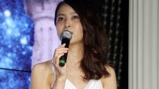 女優の加藤夏希さんが5月15日、東京・秋葉原で行われた人気アニメ「聖闘...