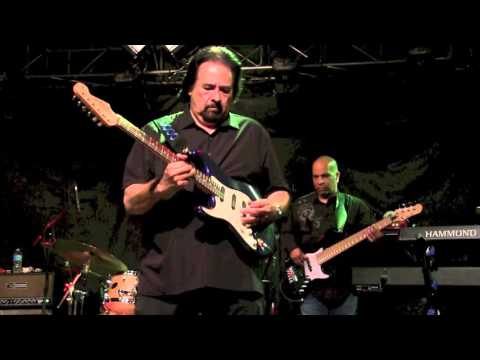 ''AM I LOSING YOU '' -  COCO MONTOYA @ Callahan's, March 2016
