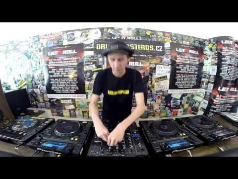 VOLUME PLUS (DRUMBASSTERDS & LET IT ROLL) - SHOWTIME 03