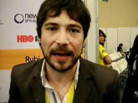 Héctor Kotsifakis, protagonista de Reacciones adversas.wmv
